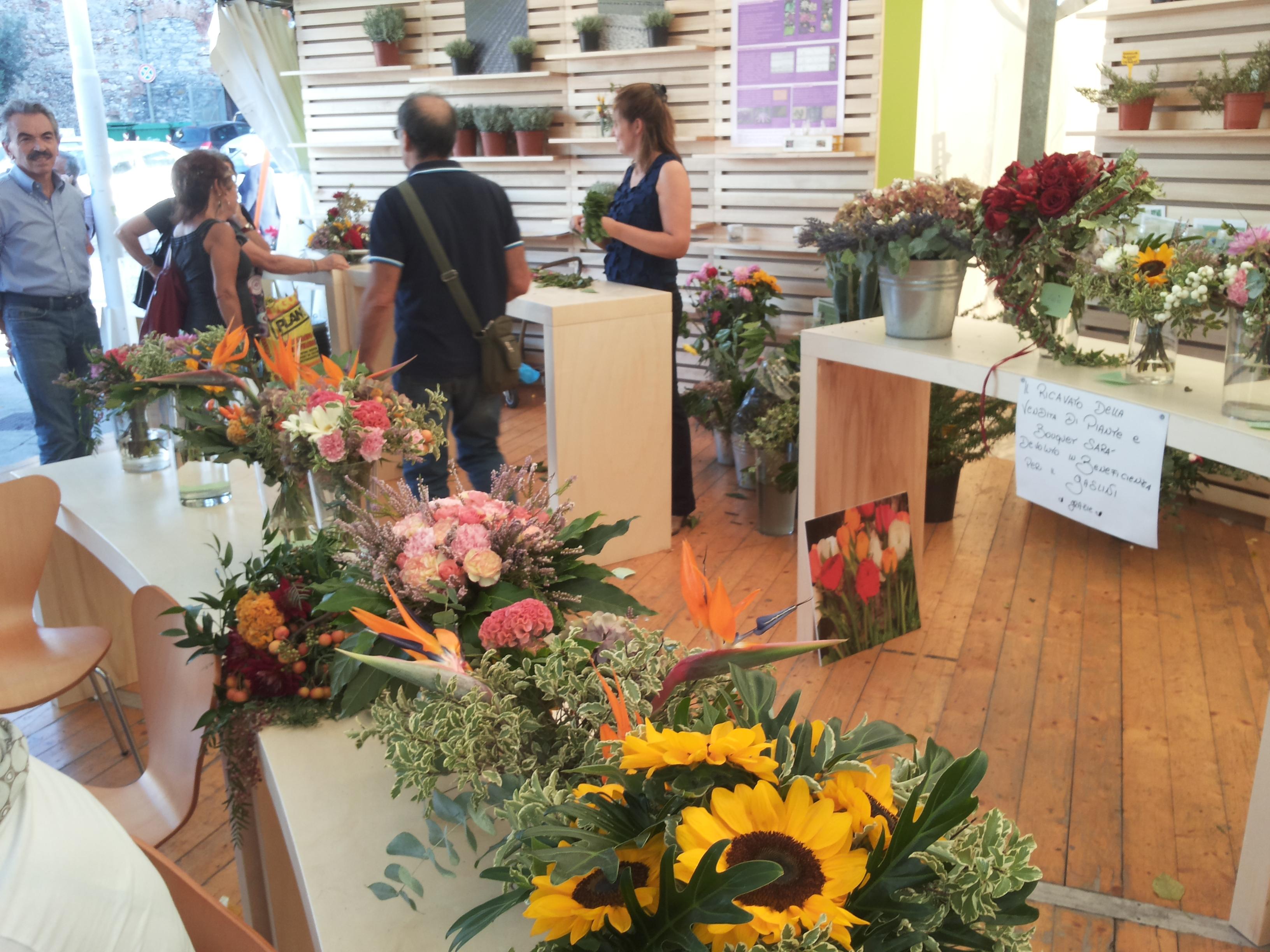 Buon mercato dei fiori consegnati